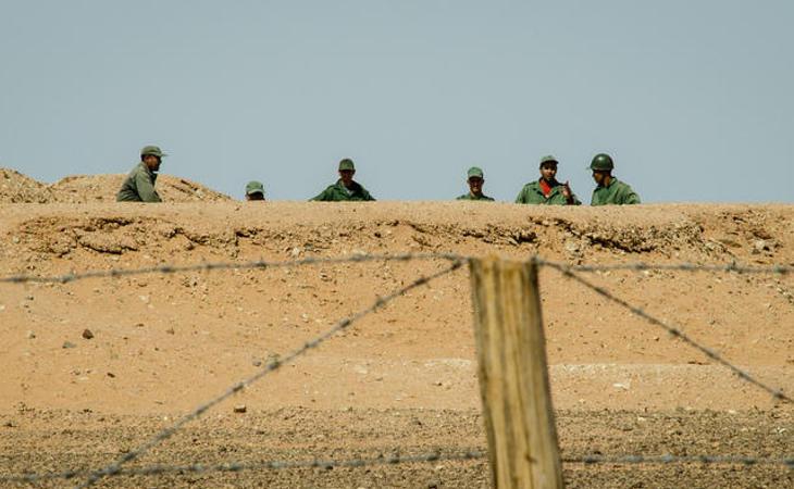 La barrera que separa el Sahara Occidental del Oriental tiene muros, alambradas, búnkeres y minas