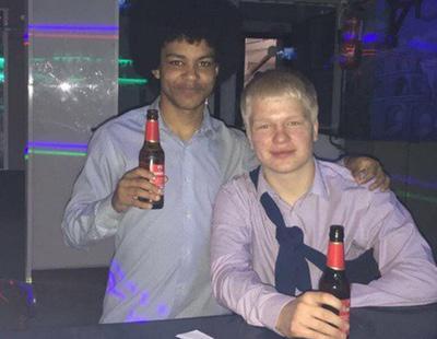 Dos universitarios ingleses se van de fiesta por una noche a España y vuelven a clase al día siguiente