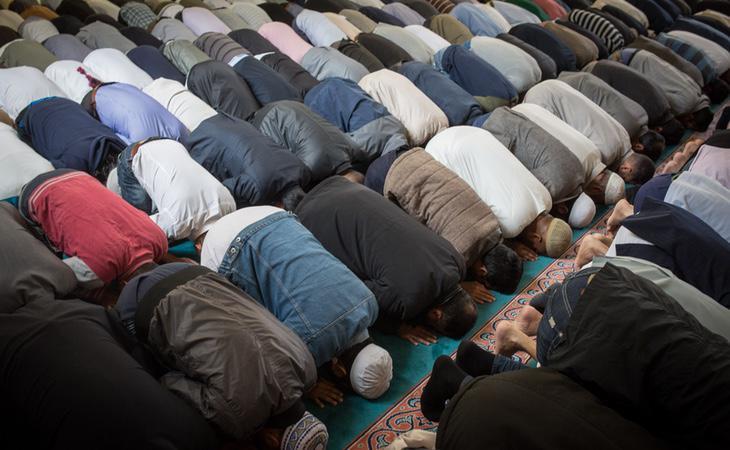Se debe orar mirando siempre a La Meca