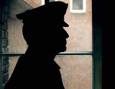 Despiden a cuatro agentes de policía por reírse de una víctima de violación