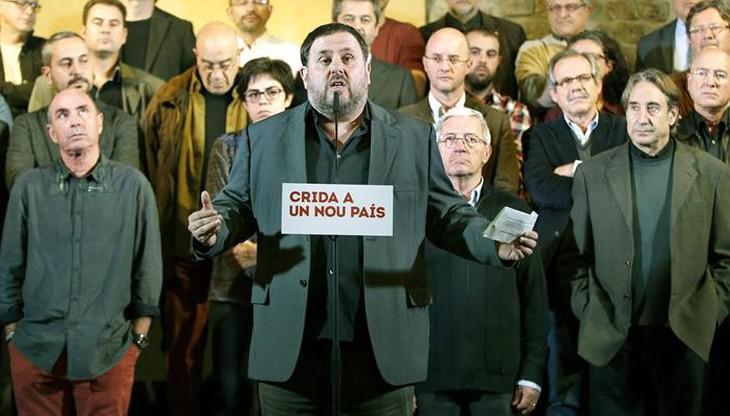El actor, a la derecha, en la presentación de la candidatura de ERC a las municipales y autonómicas