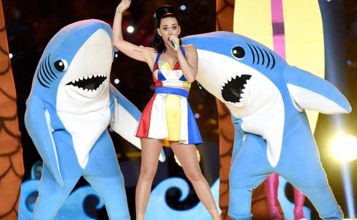 Katy Perry ofreció un espectáculo a todo color en la Super Bowl