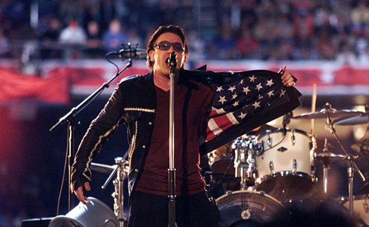 Bono sobre el escenario