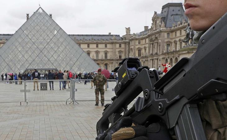 Ataque en el museo Louvre