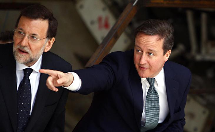Mariano Rajoy intentado descifrar al exprimer ministro británico, David Cameron