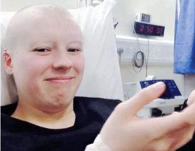 Finge un cáncer terminal para recibir regalos