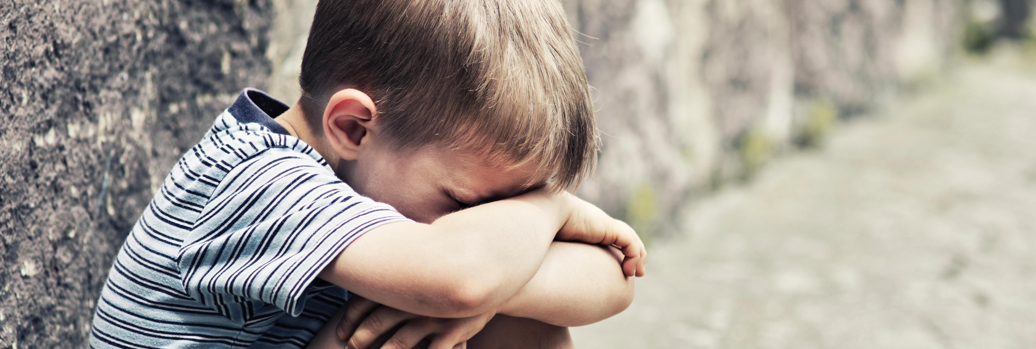 Hallado muerto un niño de cinco años al que su padre obligó a correr semidesnudo por hacerse pis en la cama