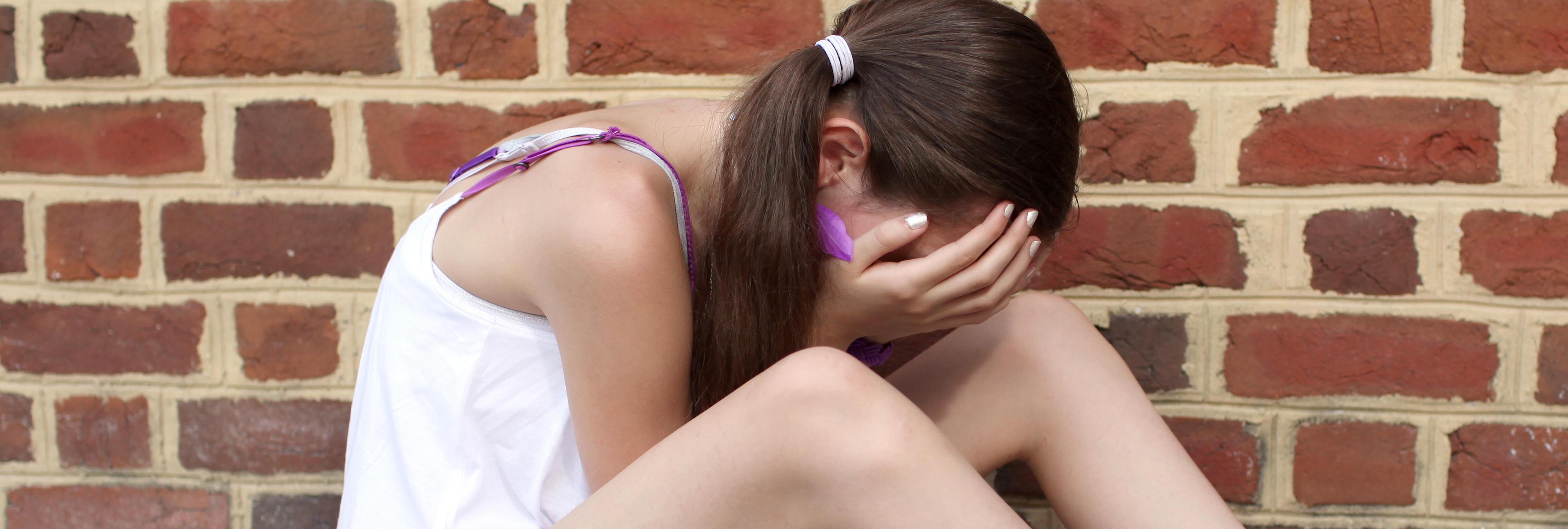Prostituye a su hija de 13 años para comprar alcohol y tabaco y el juez la deja en libertad
