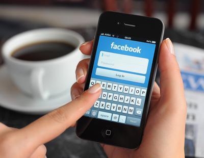 Dos de cada diez personas espiarían tu Facebook si lo dejas abierto