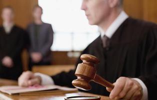 Viola a una menor y el juez le condena a permanecer casto hasta el matrimonio