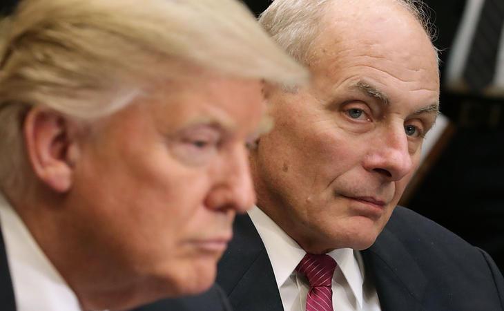 John Kelly junto a Donald Trump