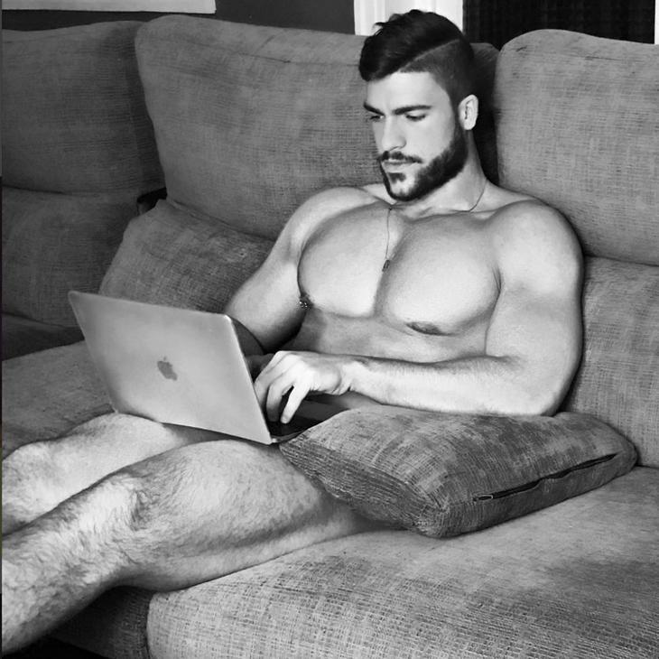 A Fran Suárez, el enfermero perfecto, le gusta posar desnudo (Instagram)