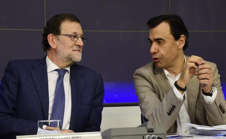 Martínez Maíllo, a la derecha, junto al presidente del Gobierno, Mariano Rajoy