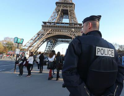 La Policía francesa asegura que la violación a un joven con una porra fue 'accidental'