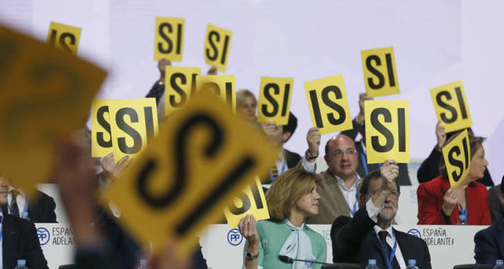 Los compromisarios del PP vs los 150.000 inscritos que votaron en Podemos
