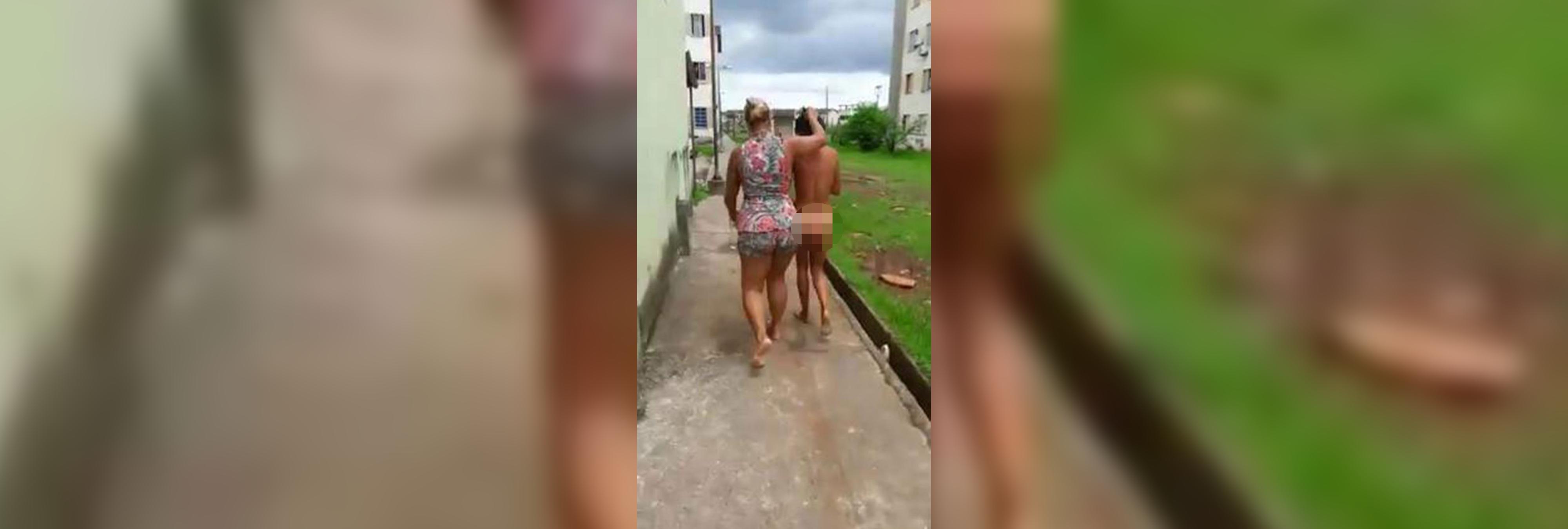 Tortura y pasea desnuda por la calle a la amante de su marido