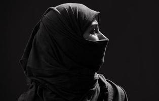 Un juez condena a Acciona por prohibir a una empleada usar el velo islámico