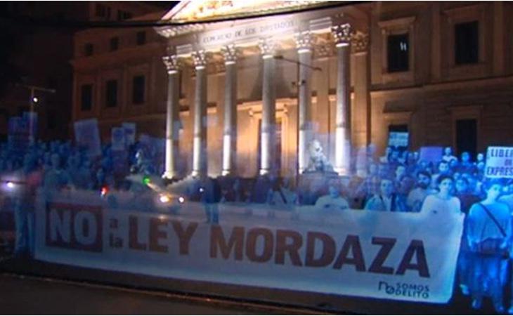 En abril de 2015 se realizó una manifestación de hologramas frente al Congreso de los Diputados