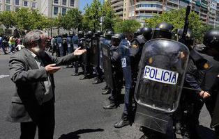 Ley Mordaza: hasta 30.000 euros de multa por subir el vídeo de un policía corriendo