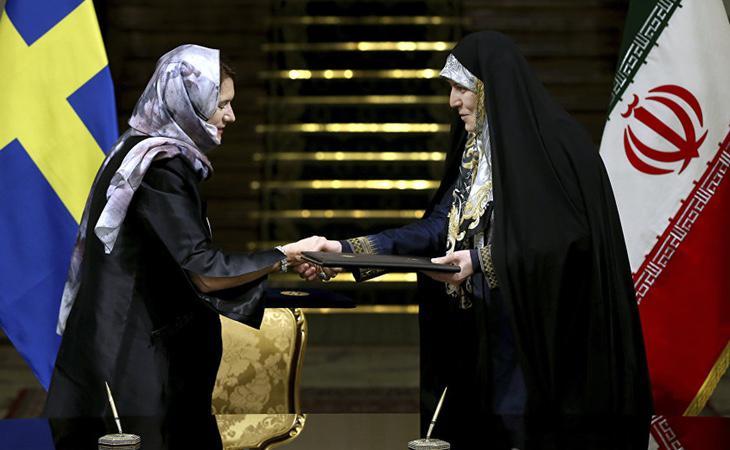 La ministra de Comercio sueca, Ann Linde, acudió a una visita en Irán con pañuelo