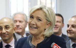 Marine le Pen siembra la polémica tras negarse a llevar velo frente a la máxima autoridad religiosa del Líbano