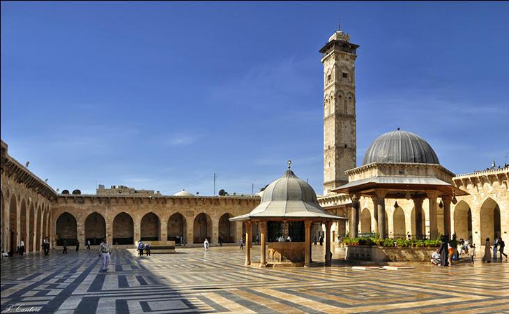 Mezquita de Alepo del siglo VIII antes de la guerra...