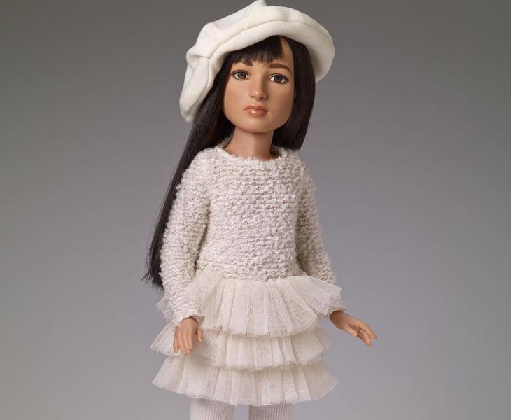Crean la primera muñeca transgénero, inspirada en la historia de superación de una joven trans