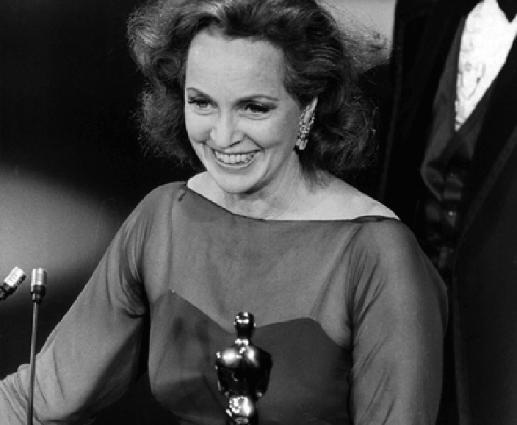 Beatrice Straight recogiendo su Óscar