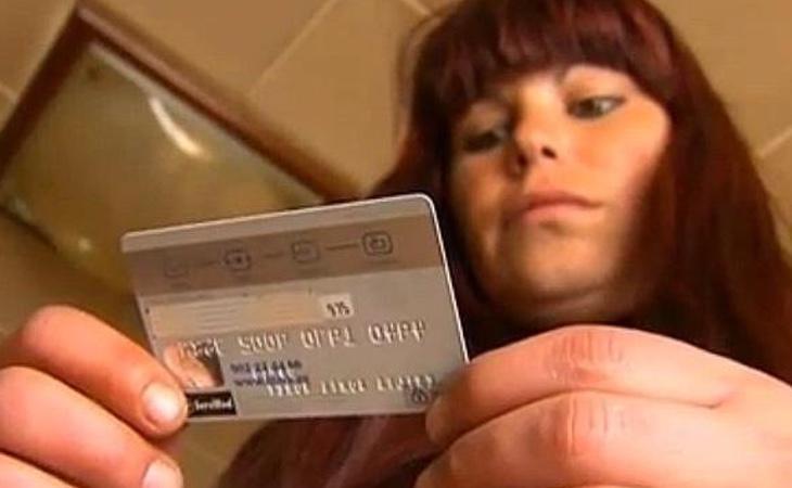 Emilia Soria fue condenada a un año y nueve meses de prisión or usar una tarjeta que encontró en el suelo