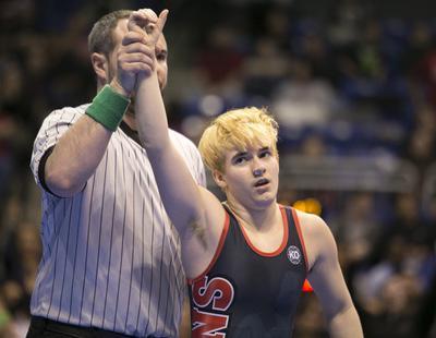 Un competidor de lucha libre transgénero crea una gran polémica al ganar un campeonato femenino