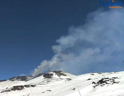 El Etna, el volcán más grande de Europa, entra en erupción