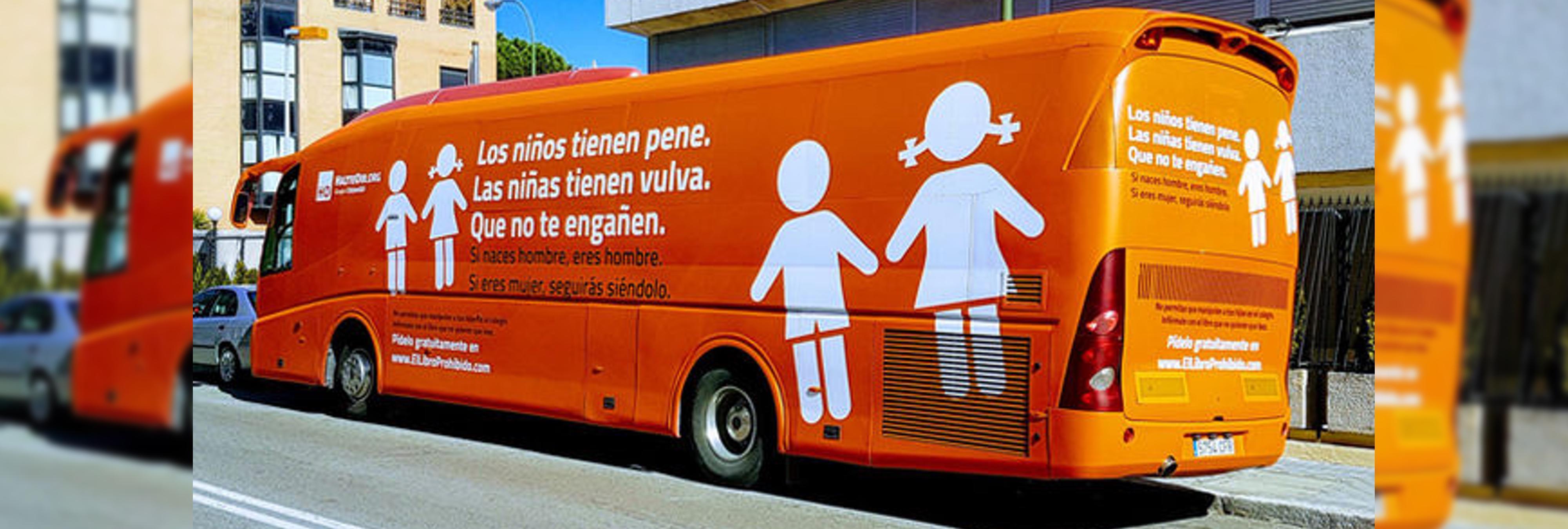 Carmena, Cifuentes y el PSOE tratan de frenar el autobús transfóbico de Hazte Oír