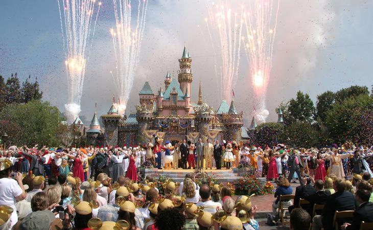 Imagen del 50º aniversario de la apertura de Disneyworld California