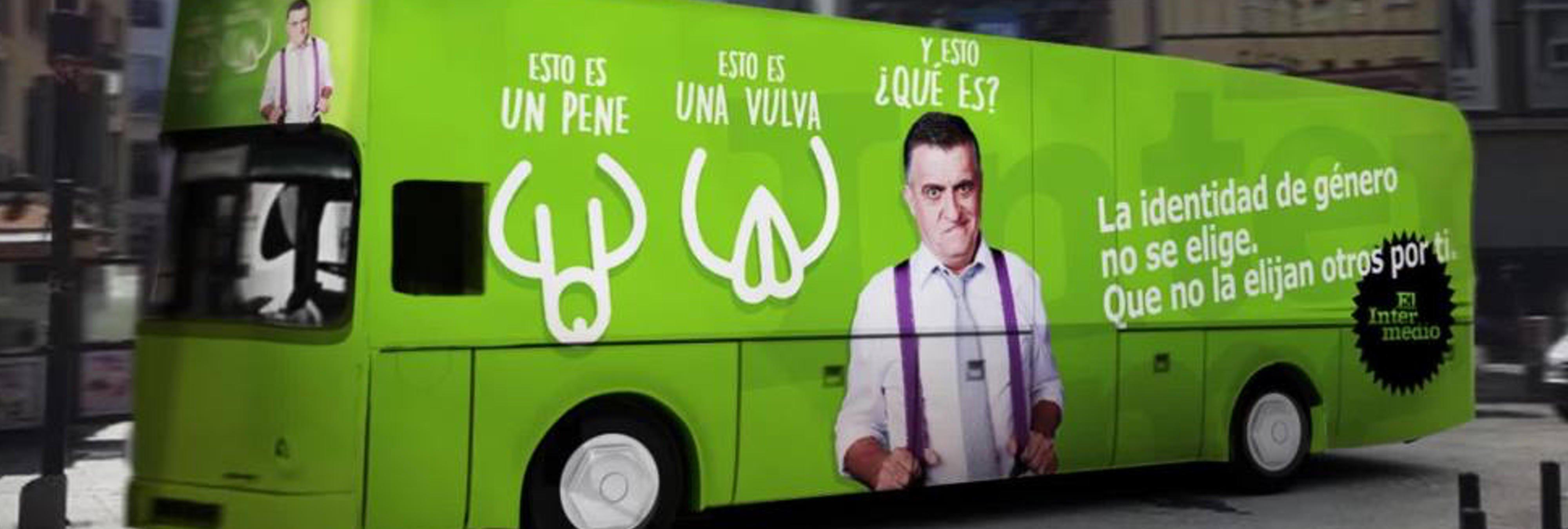 """'El Intermedio' responde al ataque transfóbico de Hazte Oír con un autobús reivindicativo: """"la identidad de género no se elige"""""""