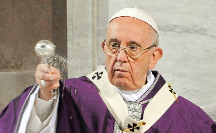 El Papa Francisco creó en 2014 una comisión para prevenir futuros casos de pederastia. Las dos víctimas que la componían ya han dimitido