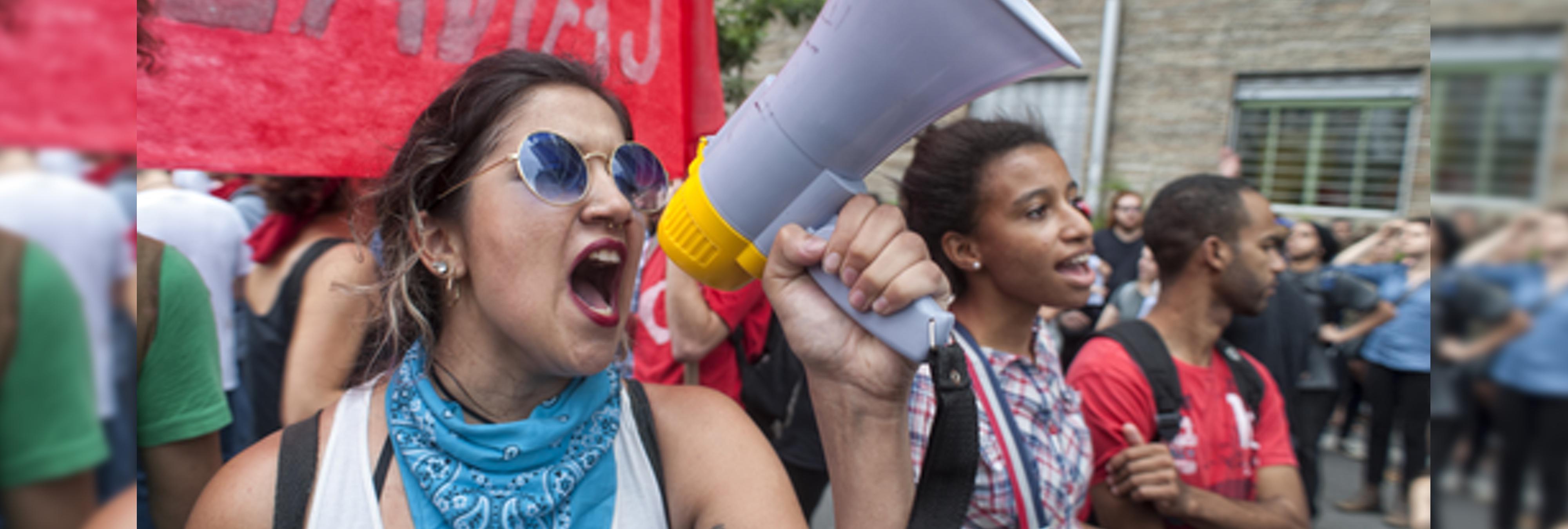Varios alumnos de la Universidad de Sevilla denuncian presiones tras protestar ante una conferencia machista