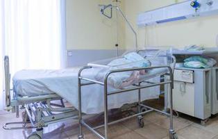 Una mujer va al hospital por un cólico y termina dando a luz a una niña