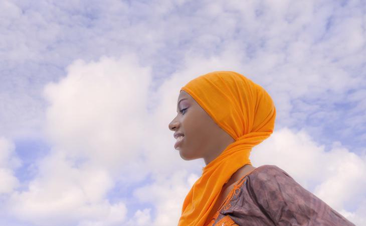 La joven ha tenido que pedir perdón por 'faltarle el respeto al velo islámico'