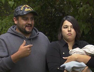 """Expulsan de un restaurante a una mujer por amamantar a su bebé y le espetan: """"Sé decente, no como los animales"""""""