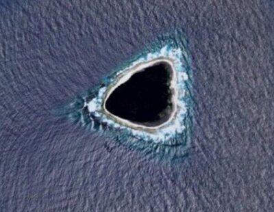 """¿Qué es el """"agujero negro"""" que se ve en medio del océano Pacífico desde Google Maps?"""