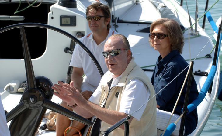 Don Juan Carlos junto a su esposa, la Reina Sofia