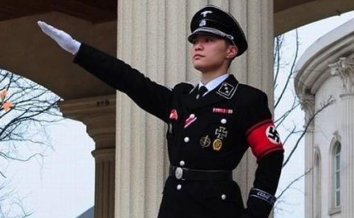Un seguidor del 'Nazi Chic'