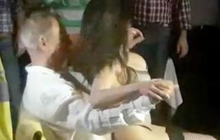 El Ayuntamiento de Alcalá de Henares celebra una fiesta de jubilación con una stripper