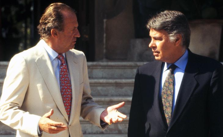 El Rey Juan Carlos junto a Felipe González en Palma de Mallorca