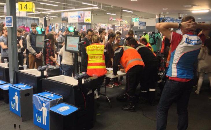 La población ha sido confinada en un centro comercial hasta que se consiga garantizar la seguridad