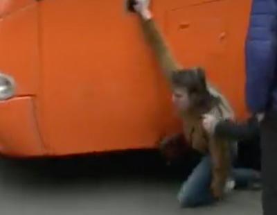 El autobús tránsfobo de Hazte Oír atropella a una joven en Pamplona