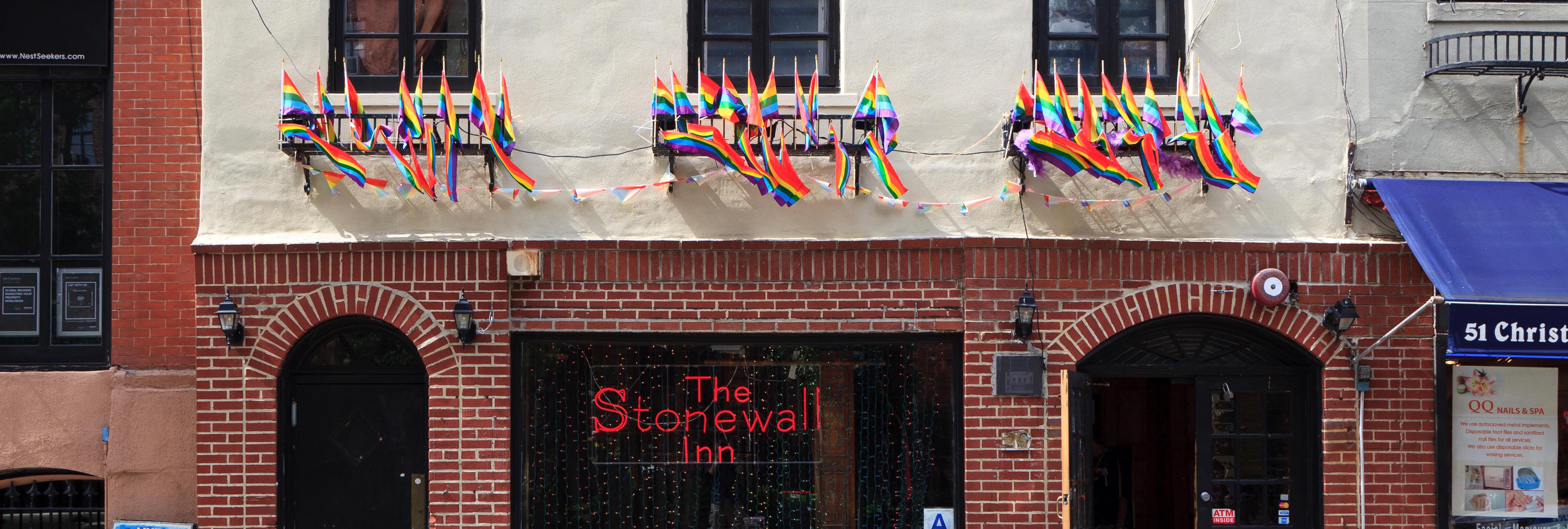 Hazte Oír lleva el autobús transfóbico a Stonewall