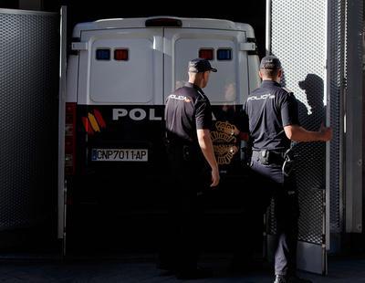 Multan a un hombre con 601 euros por hablar en catalán a un policía nacional
