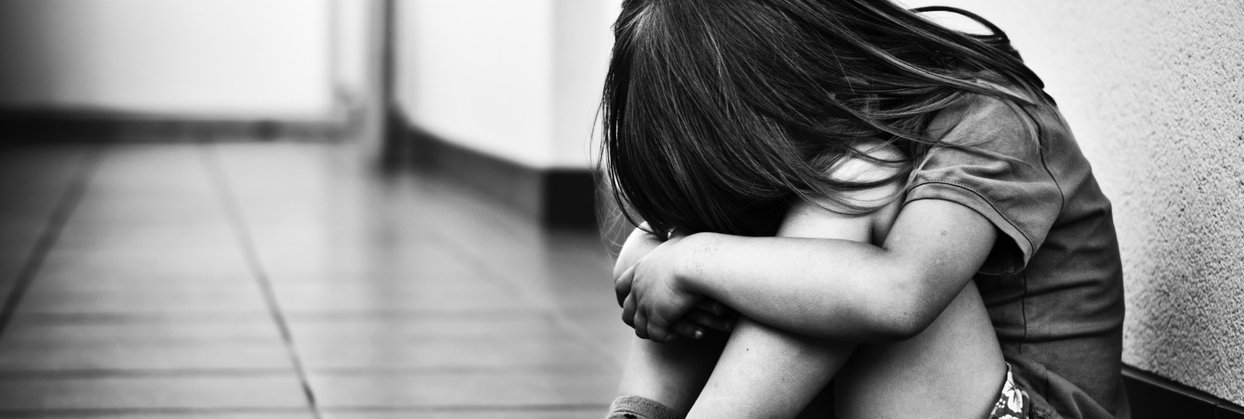 Un niño de trece años viola a su hermana de cuatro
