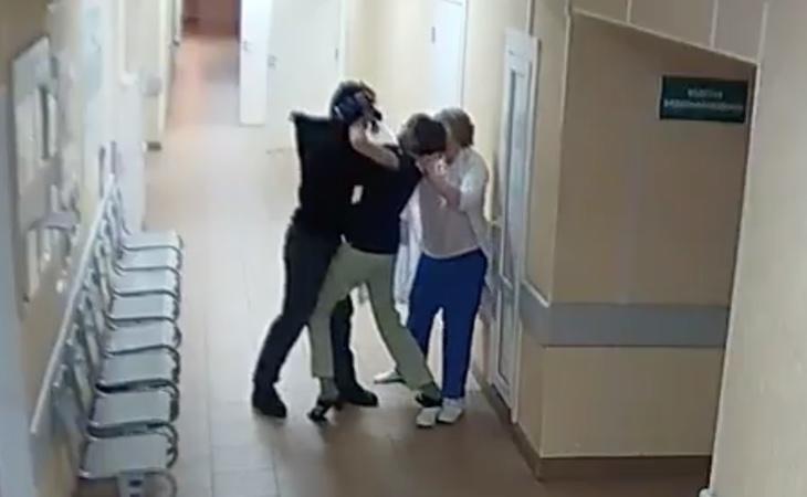 El atacante intentó agredir a dos mujeres que se encontraban en el interior de un centro de salud